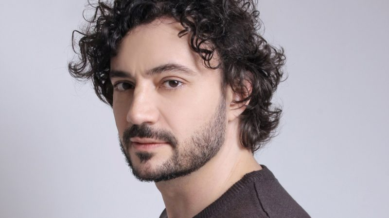 """Rafael Primot fala sobre o desafio de interpretar seu primeiro vilão, o abusador Ramiro, na série """"Aruanas"""""""